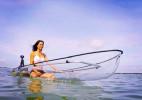 透明的独木舟皮划艇