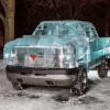 皮卡汽车上的创意冰雕艺术