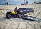 可以拆卸的潜水脚蹼,在岸上不用潜水时就是一双运动鞋