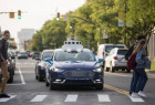 福特利用不同灯条 向行人展示自动驾驶车辆意图