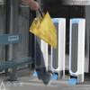 公共汽车站里的干伞机,强烈推荐这种便民创意设计