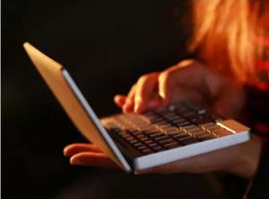 瘦到极致的GPD Pocket掌上电脑,只需一个手掌就能完成运作