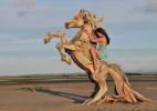 Jeffro Uitto惊人的浮木动物雕塑