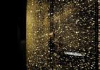 """65000个手表配件打造""""金色雨点"""""""