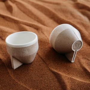 沙子作出的咖啡杯