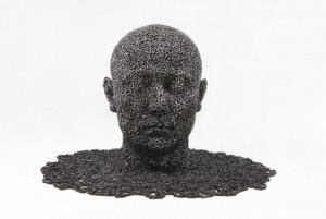单车链条焊接成的雕塑,看着令人不寒而栗