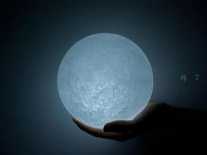 光线柔和唯美月球灯和浪漫梦幻鸡尾酒酒桌家具设计