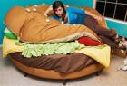 巨无霸汉堡床和可变形的单人沙发床创意设计