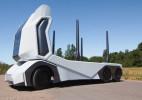 运输木材的无人卡车