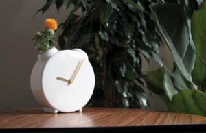 一举两得的台钟花瓶