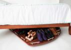 方便收纳鞋子的床底转盘