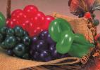 用长气球做简单的水果 葡萄的做法