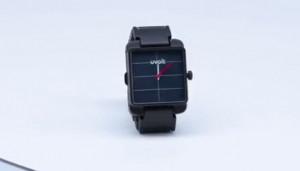 这只手表永不断电,还能为手机充电