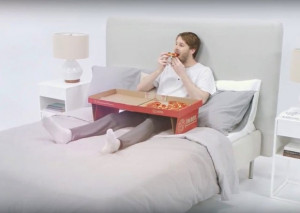 可当做床上小桌的匹萨盒