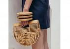 清凉的竹制手提包
