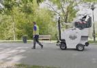 能自动跟随环卫工的清洁车,吸力强劲,清洁道路不再累