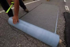 美公司研发路面修补胶带,贴一贴就能修好道路