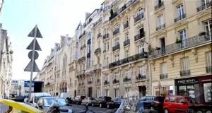 """巴黎8平方米""""棺材房"""" 家具隐藏在壁柜里,床也在柜里"""