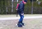 动手达人自制全地形电动轮滑鞋,可调节速度