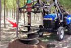 用螺旋挖坑机在沙漠种树速度比手工挖快15倍