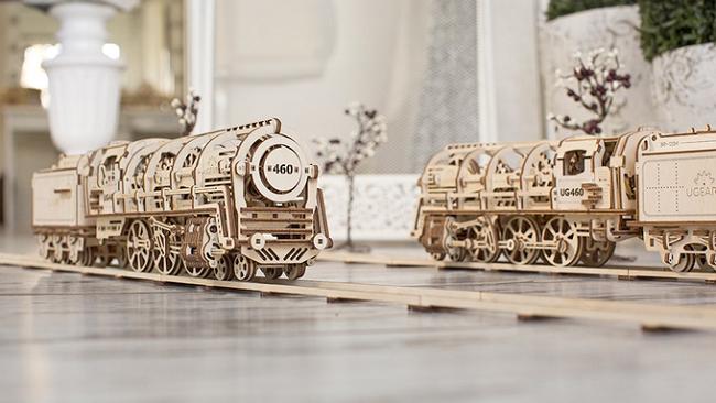 手工打造自带动力的火车模型