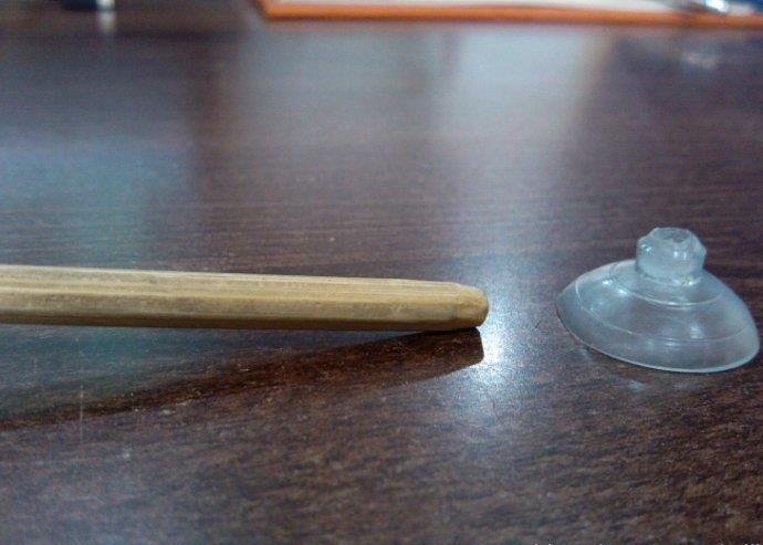 旧磁带和筷子自制手机支架手工DIY图片