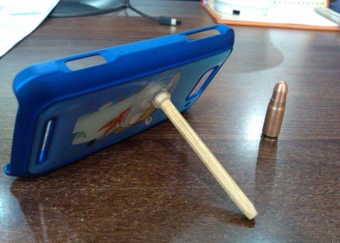 手工制作 旧磁带和筷子自制手机支架手工diy图片  办公室里灵感突现
