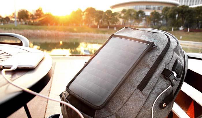 可以给手机充电的背包 外出再也不必带充电宝