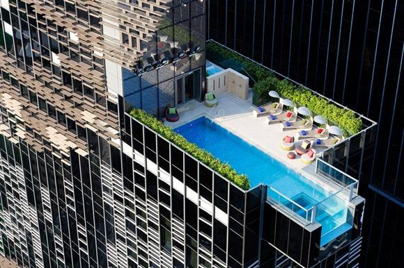 天台悬空的透明游泳池创意设计