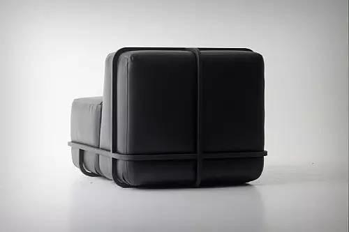 Cho Hyung Suk设计的简约框架沙发