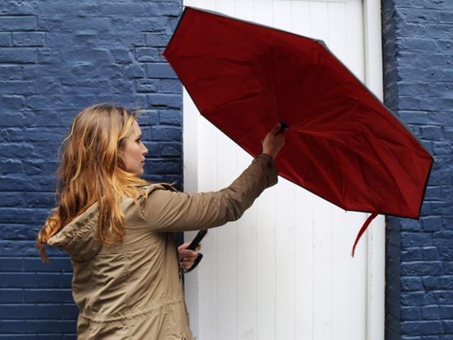 奇葩的反方向雨伞创意设计