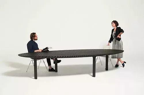 可拉伸至四米长的桌子Friction