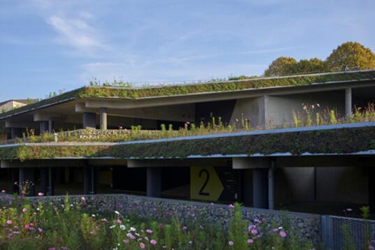 法国威特雷小镇的创意停车场,美丽又实用让停车不再是煎熬