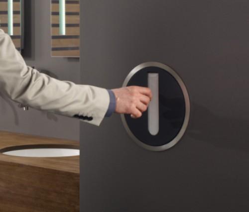 Aarhus Aarkitekterne设计:嵌入墙内的垃圾桶与纸巾盒
