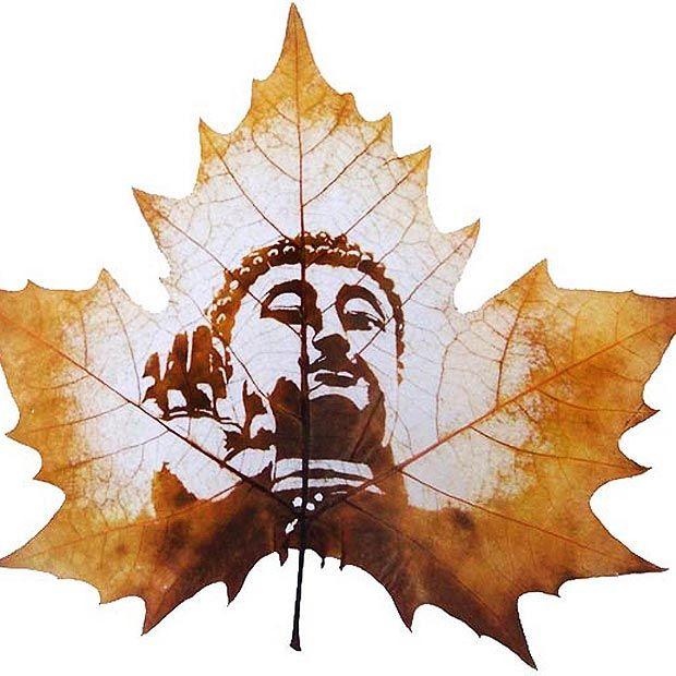 世界上没有一模一样的叶子,在叶子上雕刻出大千世界你见过吗?