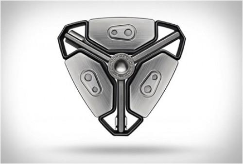 帅气的三角形工具包创意设计