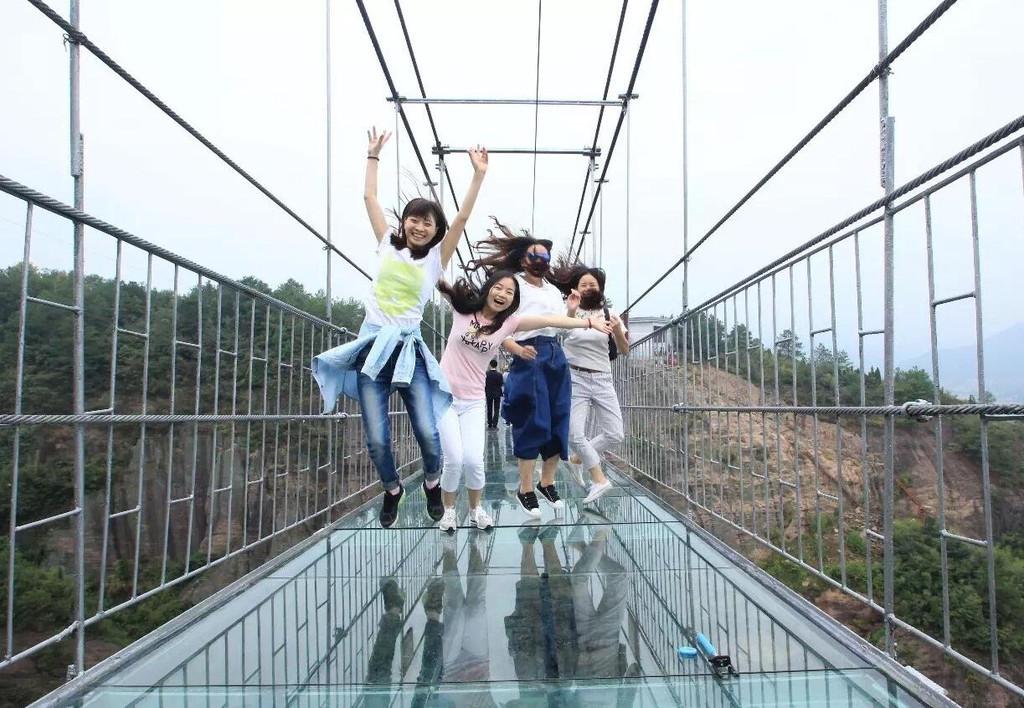 湖南平江石牛寨玻璃吊桥 ,你敢过吗?