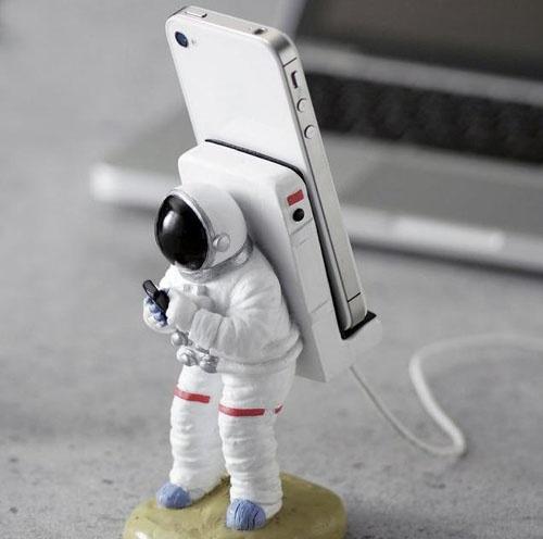 宇航员太空漫游创意iPhone手机座