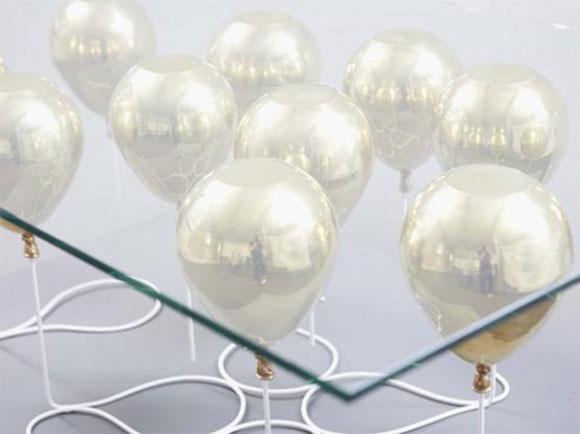被气球托起来的咖啡桌