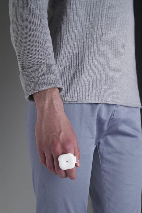 提醒盲人有障碍物的穿戴设备