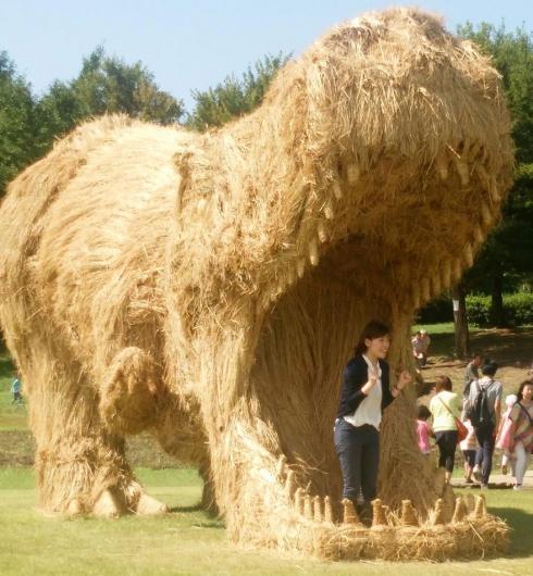 创意稻草雕塑
