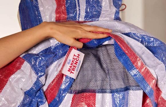 工地编织袋制作的雨衣