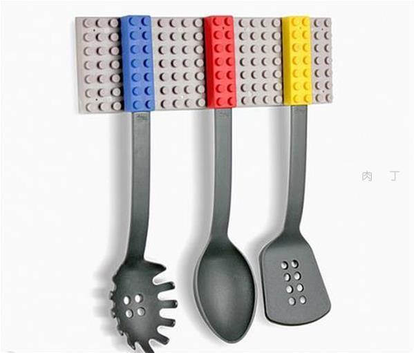 用手代替铲子炒菜乐高积木厨具组合 童趣实用两不误