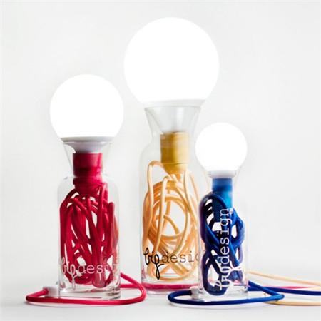 可收纳电线的简洁台灯