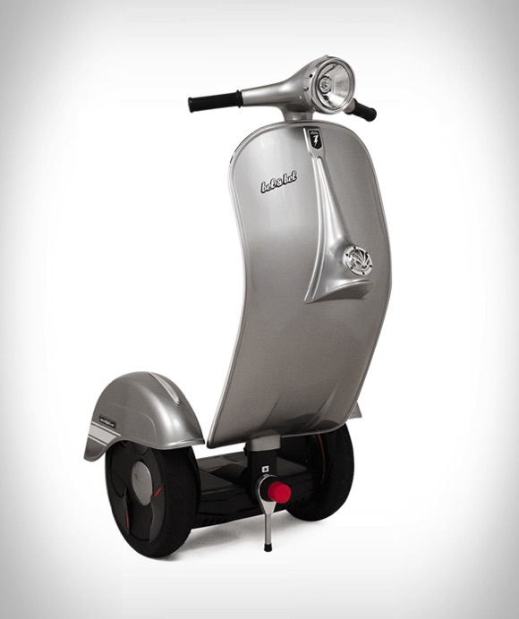Vespa摩托外形的电动平衡车