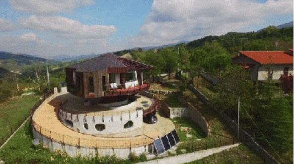 这个房屋可以360度旋转,保证每间房都阳光充足
