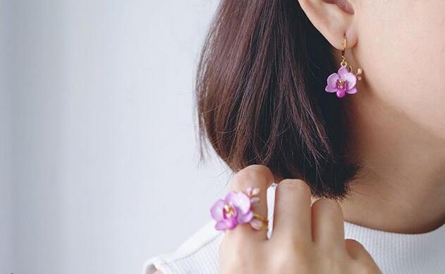 可爱的手工打造花朵首饰