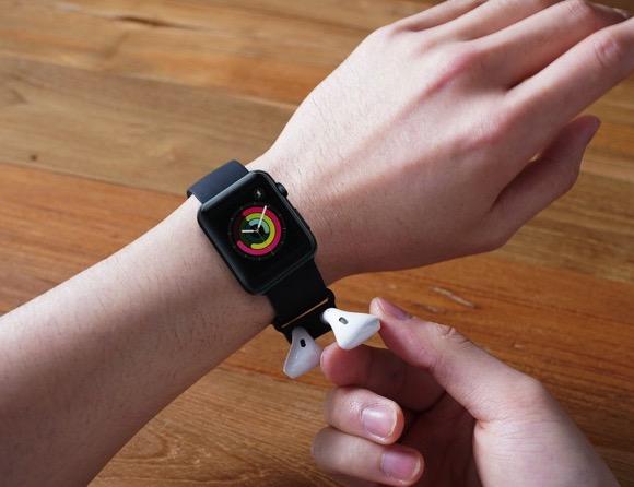 把Airpods放在手表上