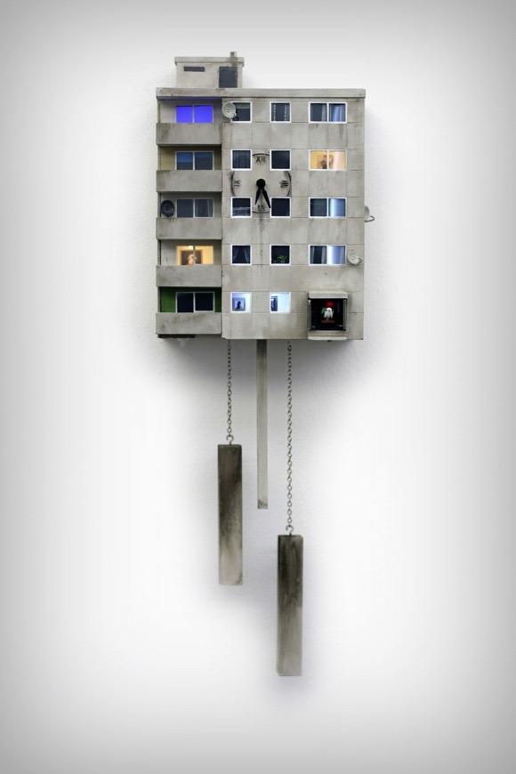 住进公寓楼的小鸟挂钟