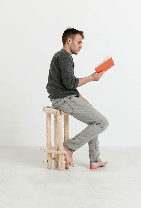 用牙啃出的座椅